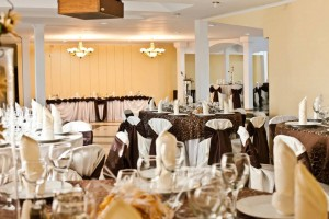 salon nunta - culoare predominanta pe nuanta de maro 22 20130723 1258993090