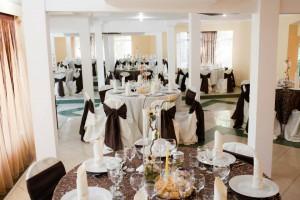 salon nunta - culoare predominanta pe nuanta de maro 46 20130723 1814060357